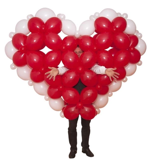 Réalisation d'un cœur avec des ballons gonflables
